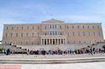 Het Griekse Parlement met daarvoor het monument van de Onbekende Soldaat