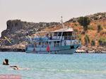 Boot in baai van Lindos - Foto van De Griekse Gids