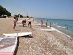 Surfers aan strand Theologos - Eiland Rhodos - Foto van De Griekse Gids