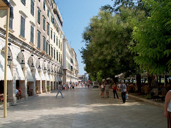 Liston - Een prachtig gebouw aan de Spianada van Corfu stad - Foto van De Griekse Gids