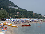 The beach of Benitses op Corfu